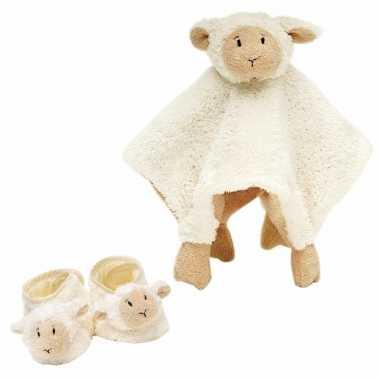 Baby cadeau setje slofjes en tuttel doekje van lammy het lammetje